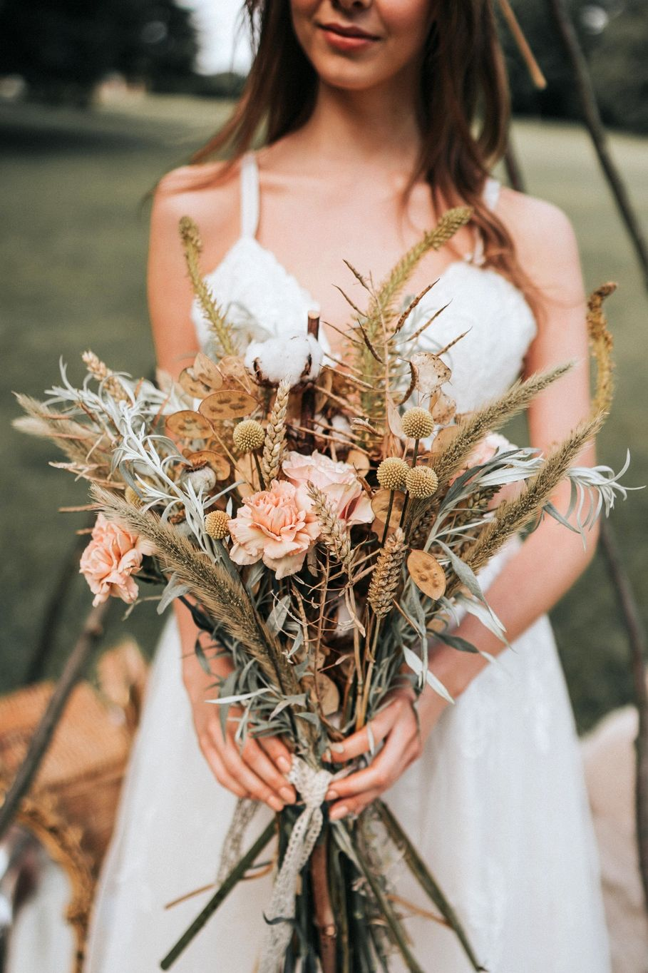 dried and dusty rose autumn wedding ceremony bouquets